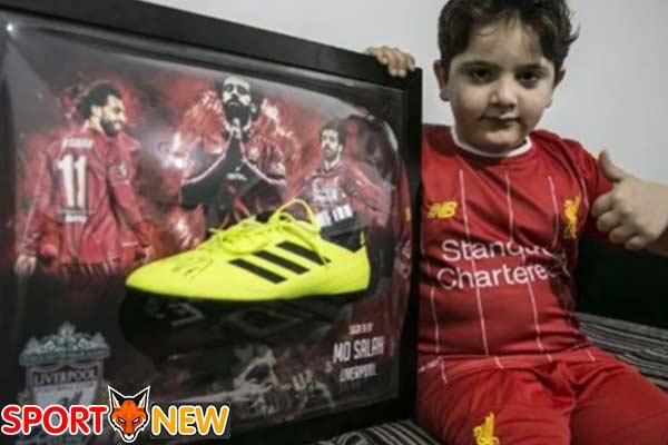 ซาลาห์ซื้อสตั๊ดเด็กพิการขาจากเหตุระเบิด